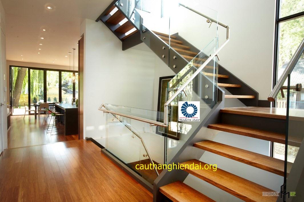 Cầu thang đẹp bằng kính 915 - Tạo không gian sang trọng tuyệt vời