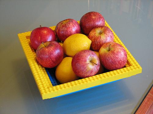 Hộp ddwungj hoa quả từ lego