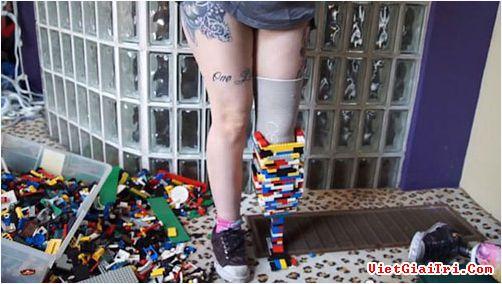 Lắp chân giả bằng... Lego