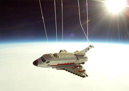 phóng tàu lego vào vũ trụ