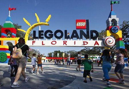 cửa vào công viên lego