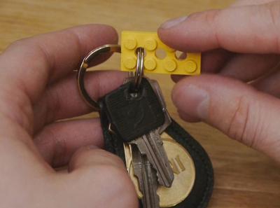 sáng tạo bảng treo chìa khóa từ đồ chơi xếp hình