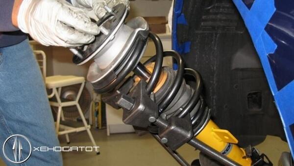Bộ phận giảm chấn hệ thống treo xe ô tô