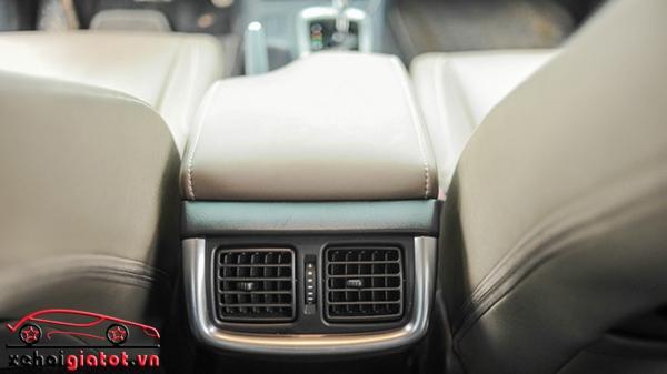Điều hòa hàng ghế sau xe Toyota Hilux 2.8G AT