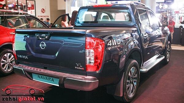 Đuôi xe Nissan Navara VL Premium R
