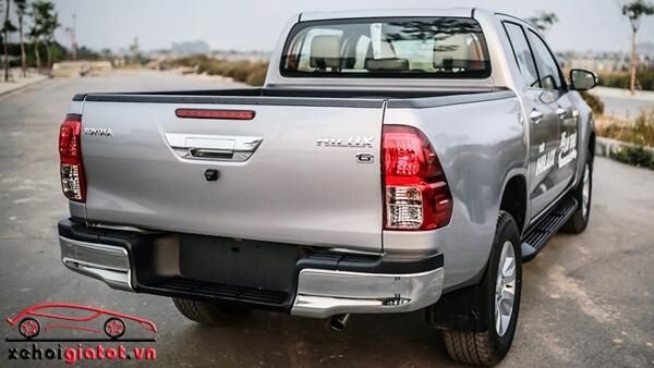 Đuôi xe Toyota Hilux 2.8G AT 4x4