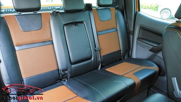 Hàng ghế sau xe Ford Ranger Wildtrak