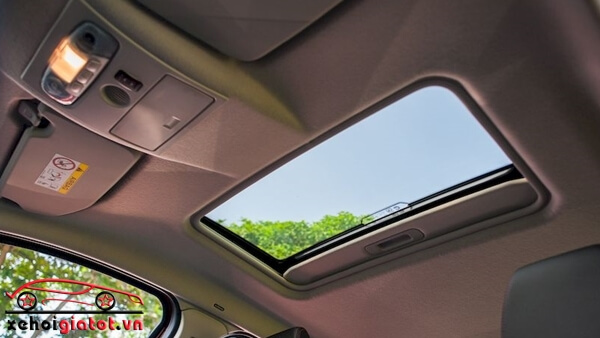 Cửa sổ trời xe Ford EcoSport Titanium Black