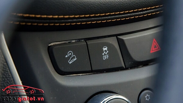 Hệ thống an toàn xe EcoSport Titanium Black và Chevrolet Trax LT