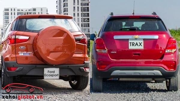 Đuôi xe Ford EcoSport Titanium Black và Chevrolet Trax LT