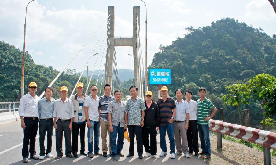 Tour Lào - Xí nghiệp xây dựng