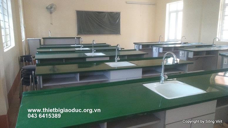 bàn thí nghiệm hóa sinh