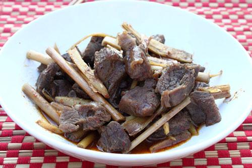 Bắp bò khía sả ngon hơn khi ăn với cơm nóng