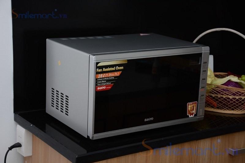 lò vi sóng Sanyo EM-C6786V