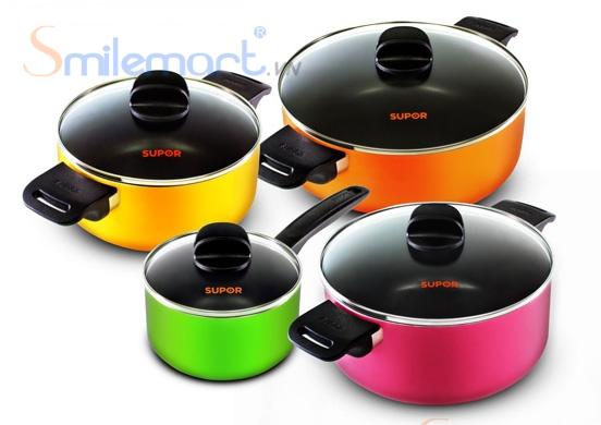 Bộ nồi nấu ăn Supor S08A –T2 chống dính gồm có 4 nồi Xanh, vàng, cam, hồng.