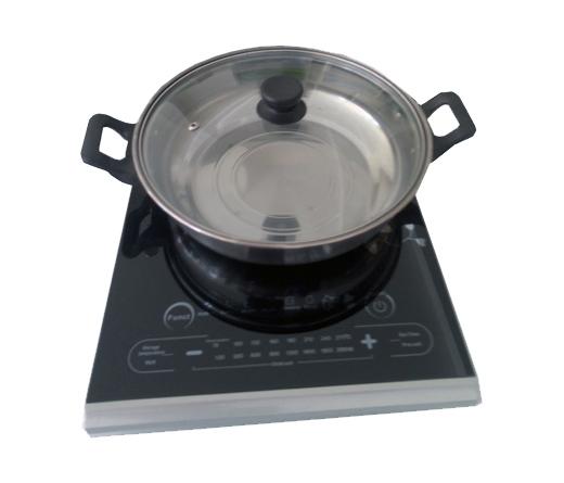 Nước được đun sôi rất nhanh trên bếp từ Sanaky AT-110BT
