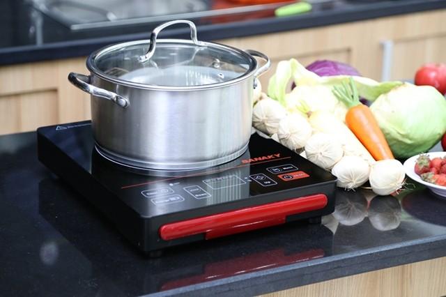 Gọn gàng, sạch sẽ luôn là ưu điểm nổi bật của bếp hồng ngoại