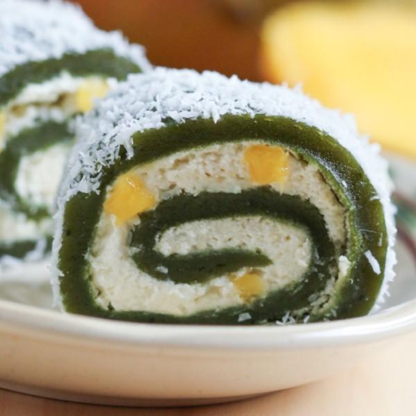 Còn gì hạnh phúc hơn bằng ngồi nhâm nhi l\y trà xanh và thưởng thức món bánh mochi dịu mát
