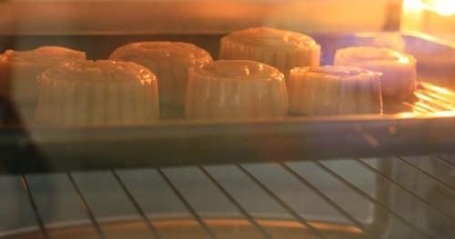 Đặt bánh nướng ở nhiệt độ 180-200 độ C