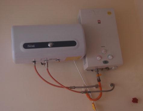 Nên nối bình trực tiếp vào nguồn điện cho thật phù hợp