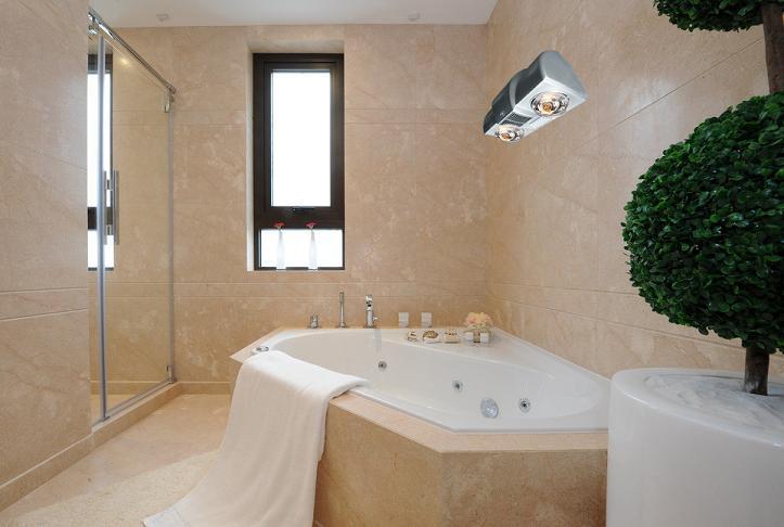Phòng tắm sẽ ấm áp hơn rất nhiều khi được trang bị thêm đèn sưởi nhà tắm