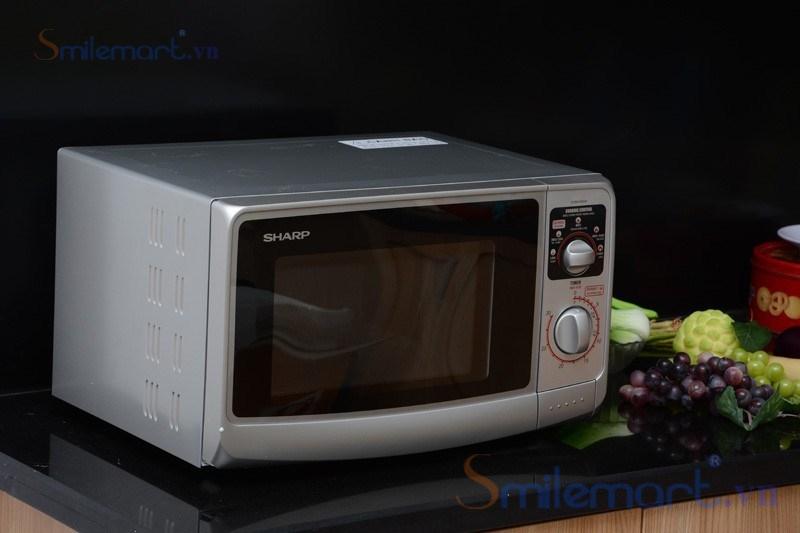 Lò vi sóng Sharp R-20A1(S)VN được sử dụng bằng những nút vặn linh hoạt dễ sử dụng