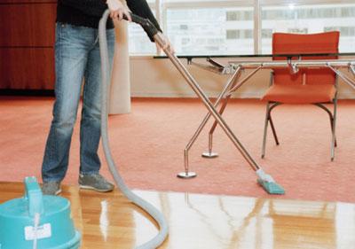 Bạn nên chọn máy hút bụi có tình năng phù hợp với từng loại sàn