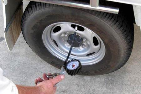 Bơm áp suất lốp xe