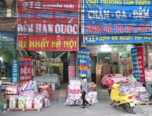 Chăn ga đệm lò xo giảm giá tràn lan