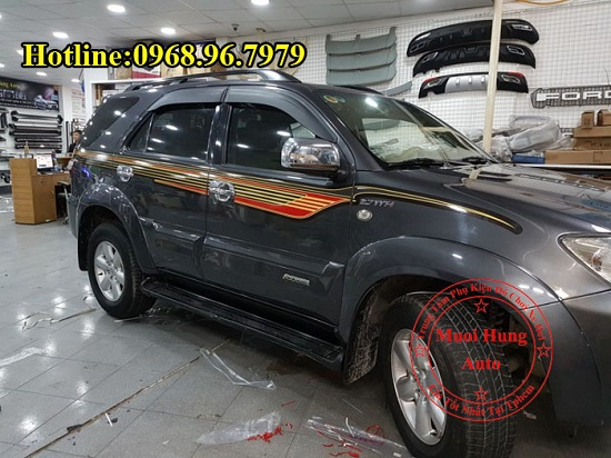 Dán Decal Xe Toyota Fortuner 2016, 2017 02