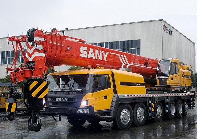 cho thuê cẩu bánh lốp 75 tấn Sany