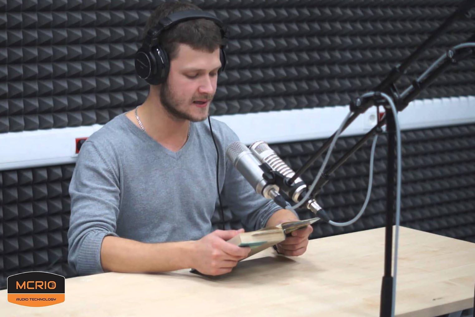 người dùng mic Rode Broadcaster mcrio