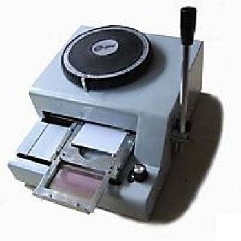 Máy dập chữ nổi thẻ nhựa