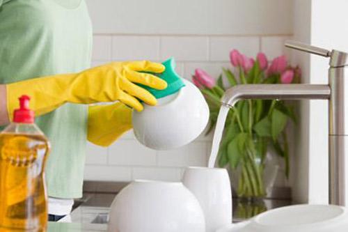 rửa chén bát sạch sẽ