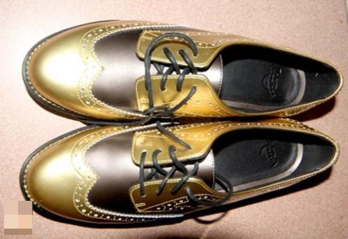 Giày da vàng đậm chất Italy thể hiện sự sang trọng