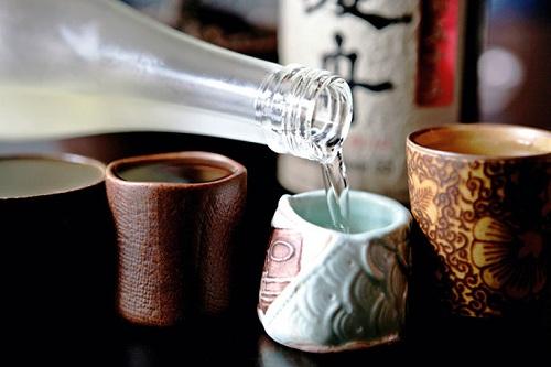 Rượu sake có thể uống nóng hoặc lạnh