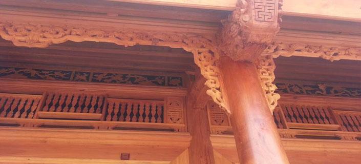 hiên nhà gỗ mít