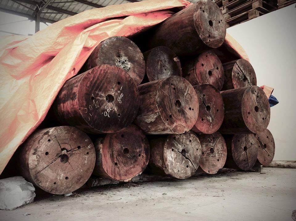 cột nhà gỗ
