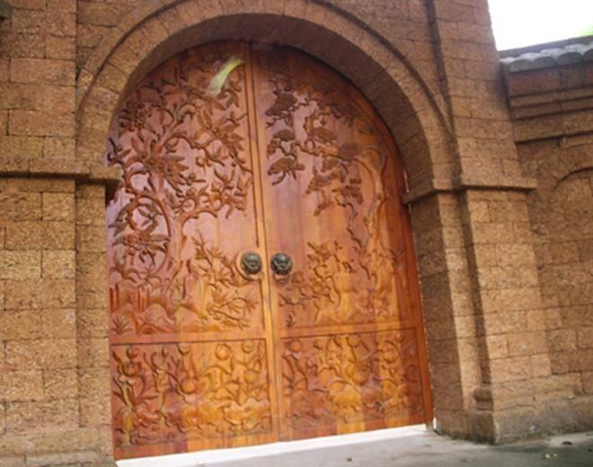 nhà gỗ cánh cổng gỗ mít