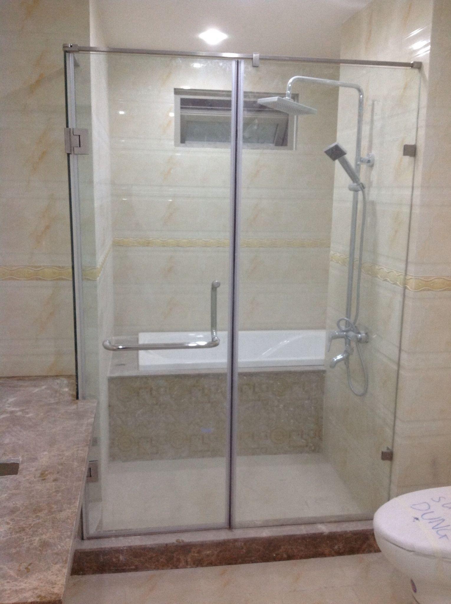 Vách kính phòng tắm hiện đại