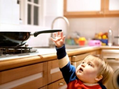 an toàn cho trẻ trong phòng bếp 3