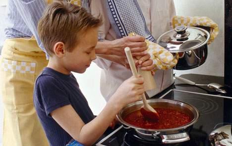 an toàn cho trẻ trong phòng bếp