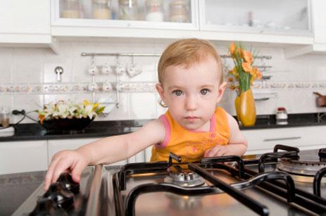 an toàn cho trẻ trong phòng bếp 2