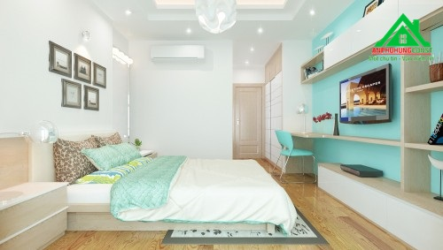 Hệ tủ kệ đơn giản xuyên suốt bố trí sát vách phòng ngủ với đầy công năng từ bàn làm việc, kệ TV, kệ để vật dụng, đồ trang trí tiện lợi vừa ấn tượng.
