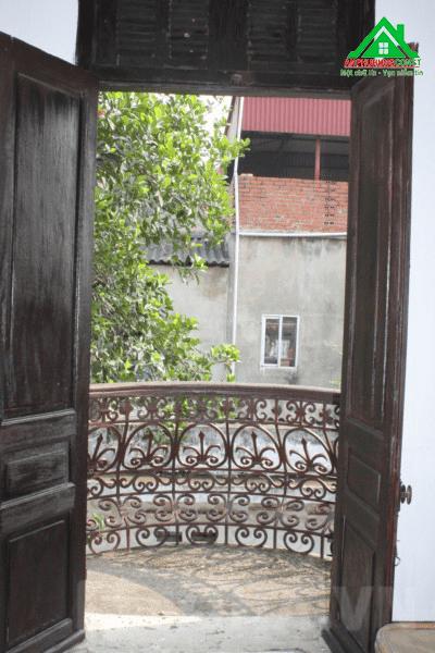 Những cánh cửa theo kiến trúc của Pháp