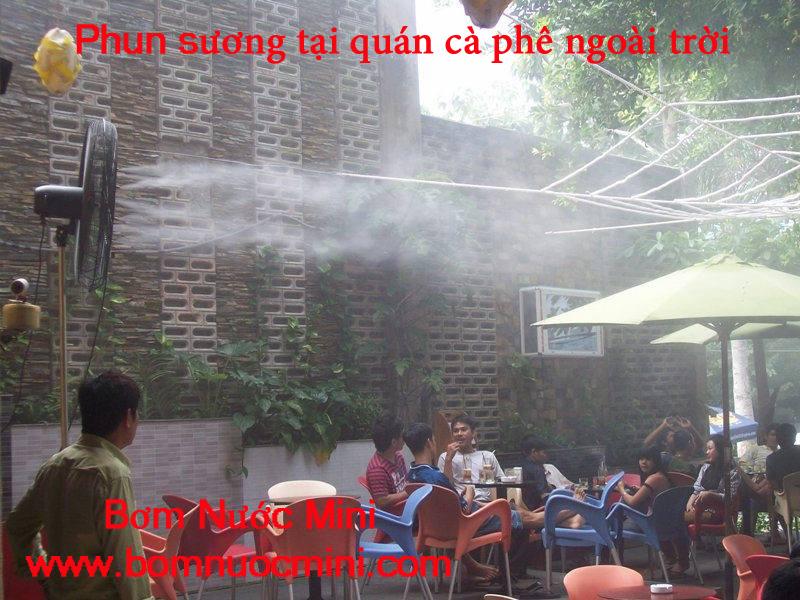 phun sương tại quán cà phê ngoài trời