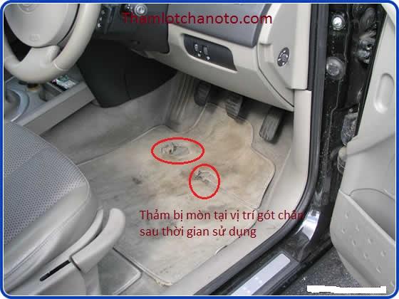 THảm lót sàn ô tô bị mòn gót chân