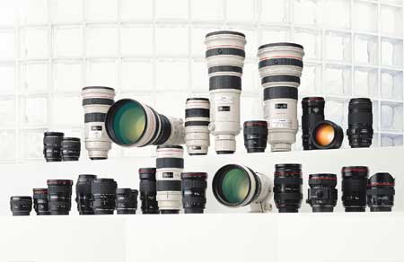 Gia đình ống kính Canon. Ảnh: Lensa.