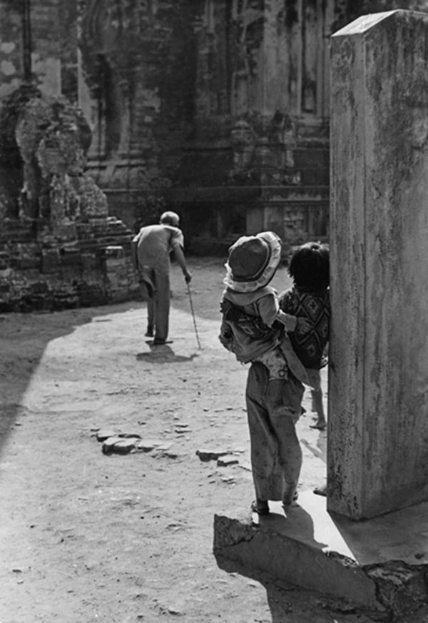 Bước thời gian – Photo: Bùi Minh Sơn – HCĐ (FIAP – ITALIA (1991) – Bằng danh dự FMPA (USA – 1999)