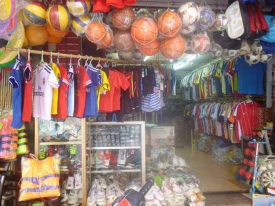 Kinh nghiệm mở cửa hàng bán quần áo, dụng cụ thể thao